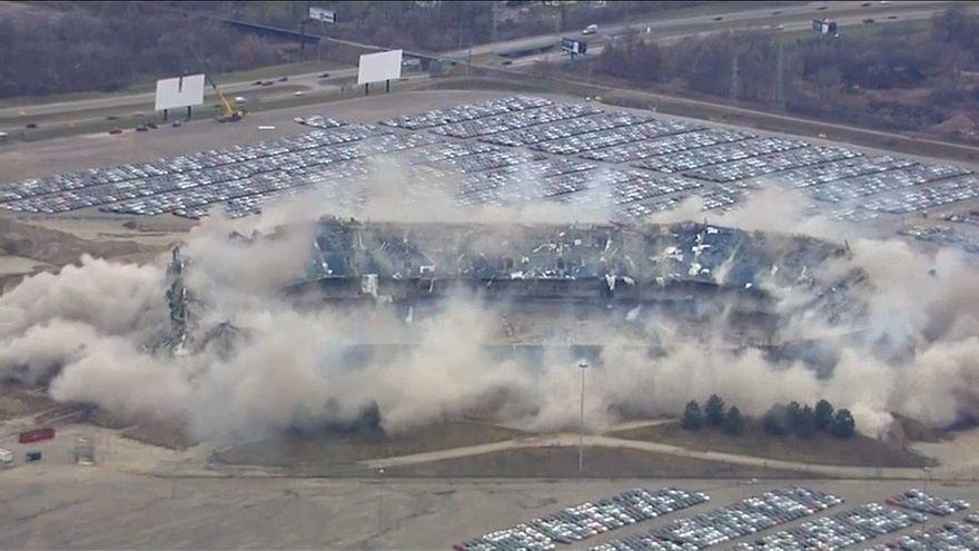 Pontiac Silverdome Stadyumu sonunda yıkıldı