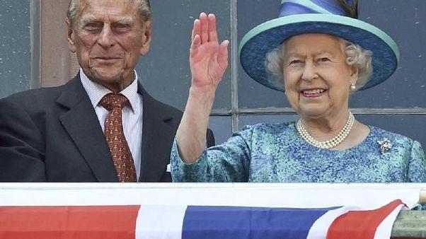 الملكة إليزابيث الثانية ملكة بريطانيا مع زوجها الأمير فيليب