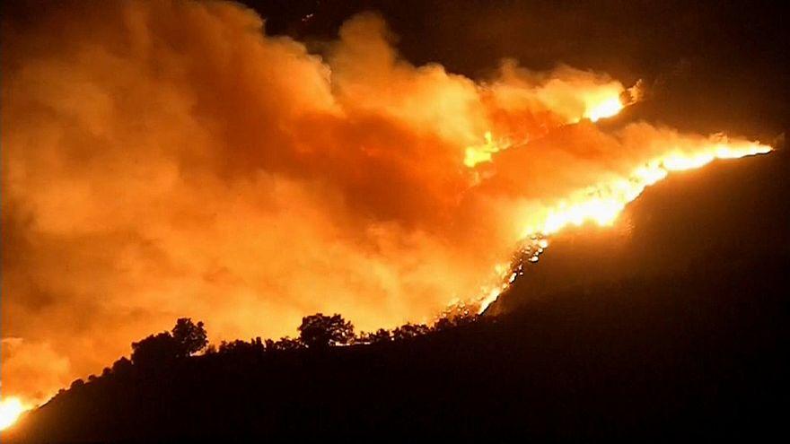 الحرائق في مقاطعة فينتورا بولاية كاليفورنيا الأمريكية