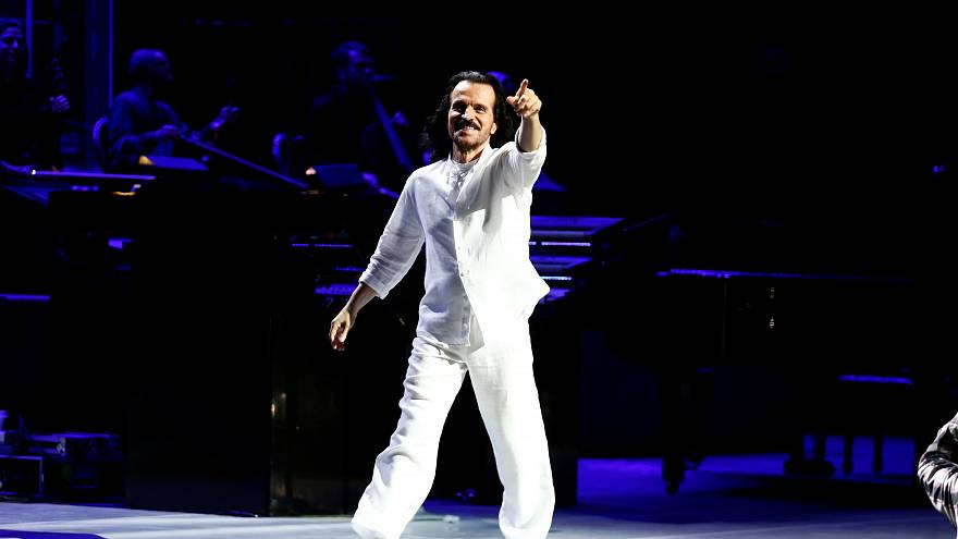 الموسيقار العالمي ياني يتألق في عرض رائع في جدة