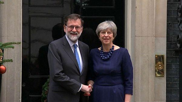 May Brexit kıskacında