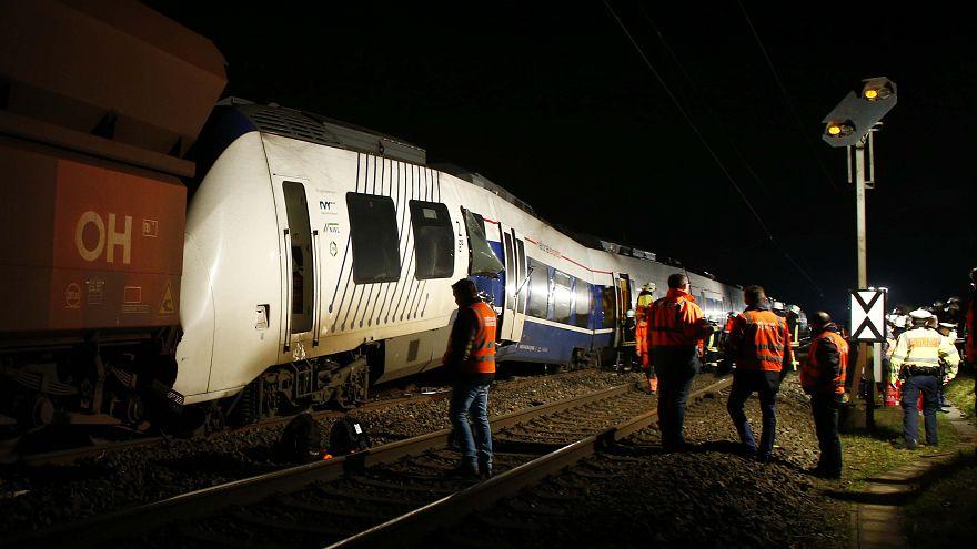 Germania: 41 feriti nello scontro tra un treno passeggeri e uno merci