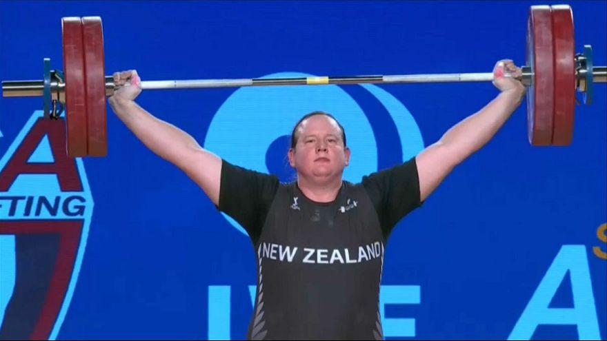 لورل هوبارد وزنه بردار تراجنسیتی برنده مدال نقره فوق سنگین جهانی