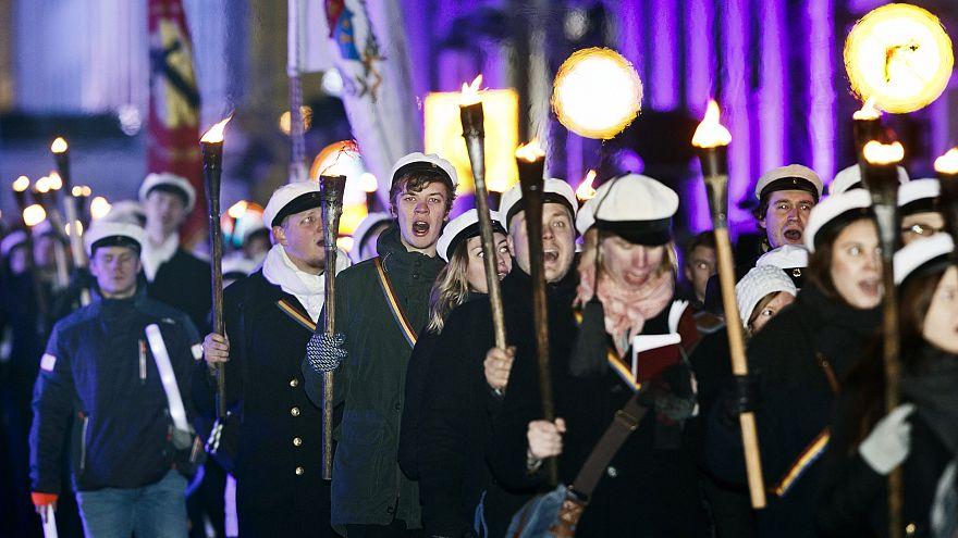 Studentenparade vor dem Präsidentenpalast in Helsinki