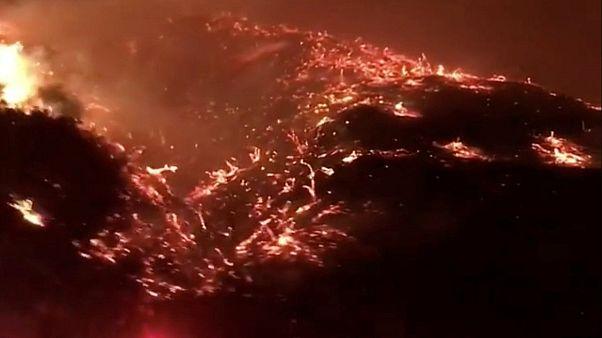 Πυρκαγιά κοντά στον αυτοκινητόδρομο 405 στο Λος Άντζελες
