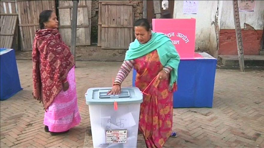 Nepal: tutti in coda per le elezioni