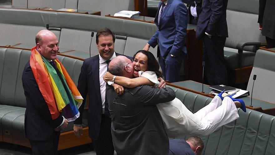 Avustralya'da eş cinsel evlilik yasal hale geldi