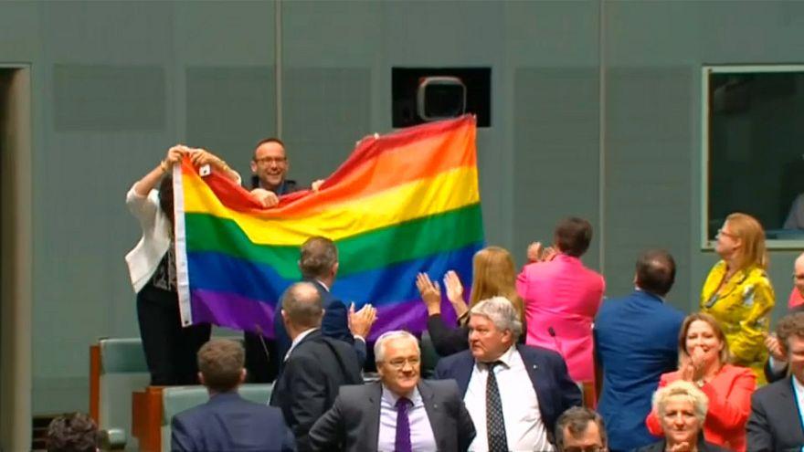 L'Australia dice si alle nozze gay