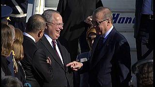 Erdoğan ile Yunan Bakan'ın eğlenceli diyaloğu: Benim hediye ettiğim kravat değil mi?
