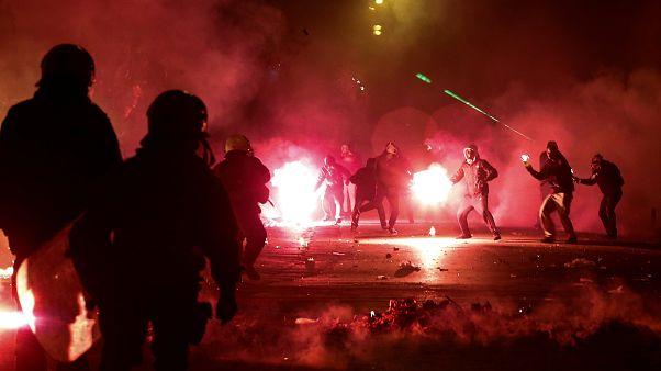 Randalierer werfen in Athen Molotov-Cocktails auf die Polizei
