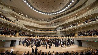 Heimspiel für Lagerfeld: Chanel-Schau in Elbphilharmonie