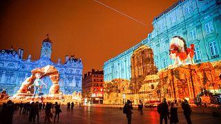 Lyon wird zum bunt erleuchteten Farbenmeer