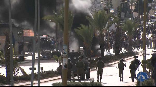 Cisgiordania: scioperi, scontri e feriti