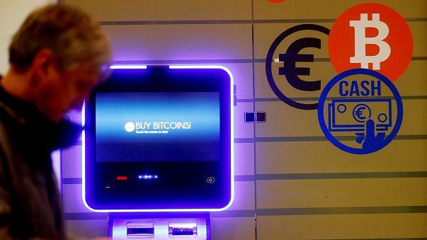 Bitcoin in altalena sfonda soglia 15 mila dollari