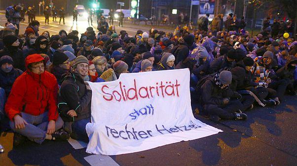 """تجمع معترضان به سیاست مهاجرستیز حزب """"بدیلی برای آلمان"""" - عکس از رویترز"""