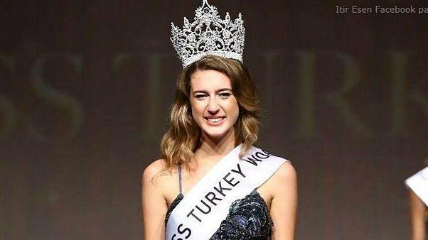 ملكة جمال تركيا السابقة تواجه حكما بالسجن بسبب تغريدة