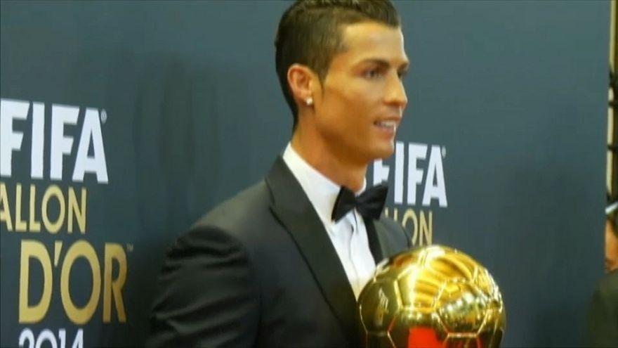 Cristiano Ronaldo recibiendo su tercer Balón de Oro en 2014