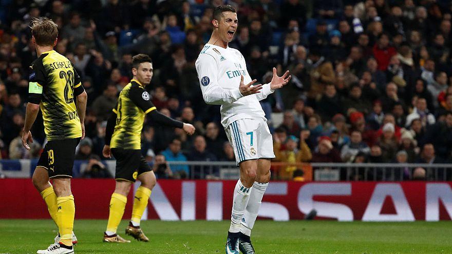 رونالدو يفوز بجائزة الكرة الذهبية ويتعادل مع ميسي