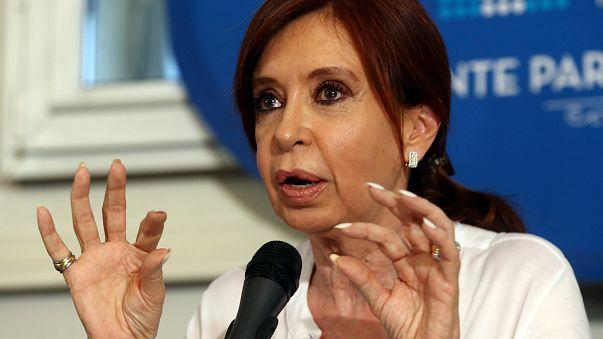 Kirchner se defiende de las acusaciones de 'traición a la patria'