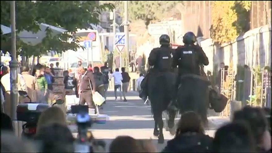 خيالة من الشرطة الإسرائيلية يتعقبون الفلسطيين