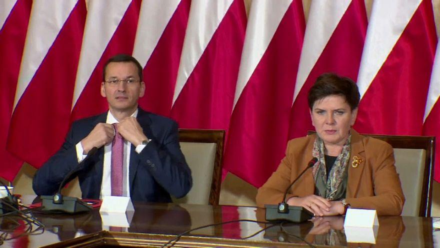 Polonia releva a su primera ministra