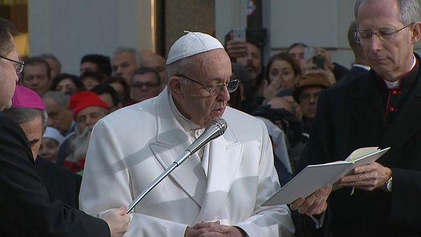 Il Papa prega la Vergine per Roma