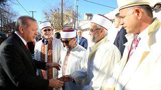 Der türkische Präsident Erdoğan mit Muftis und Imamen in Komotini.