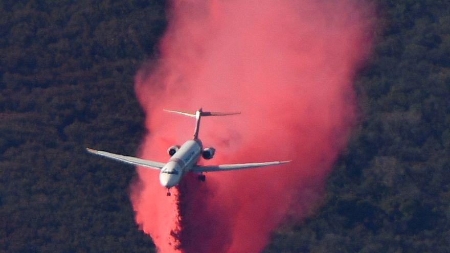Incendi in California: il vento cala, l'opera di spegnimento continua