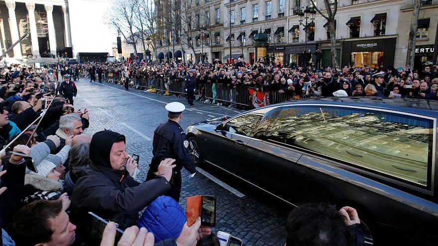 """Franzosen nehmen Abschied: """"Danke, Johnny"""""""