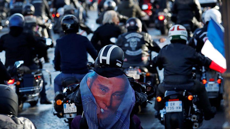 Motociclisti, musica e sosia: l'addio della Francia a Johnny Hallyday