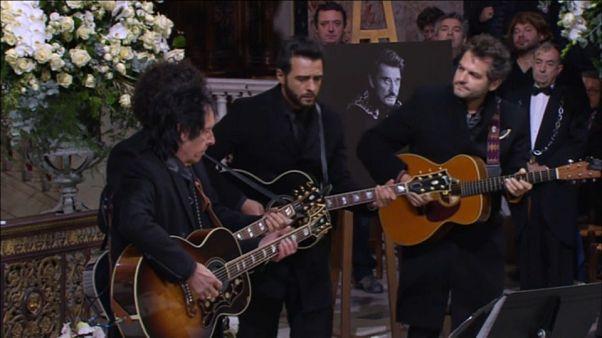 Lloran las guitarras por Johnny Hallyday en la iglesia de la Madeleine