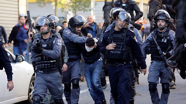 الشرطة الإسرائيلية تضرب وتعتقل الفتيان بالقدس في مسيرات الغضب