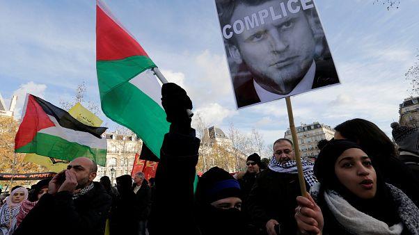 Protestantes pró-Palestina acusam Macron de ser cúmplice de Trump