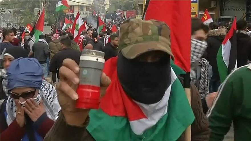 مظاهرات عنيفة في محيط السفارة الأميركية في بيروت احتجاجا على قرار ترامب حول القدس