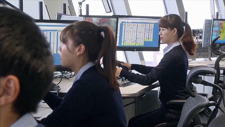 شاهد... أول ميناء آليّ عملاق يدار من برج مراقبة في شنغهاي