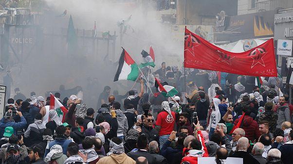 Beirut: proteste contro l'ambasciata americana degenerano in violenza