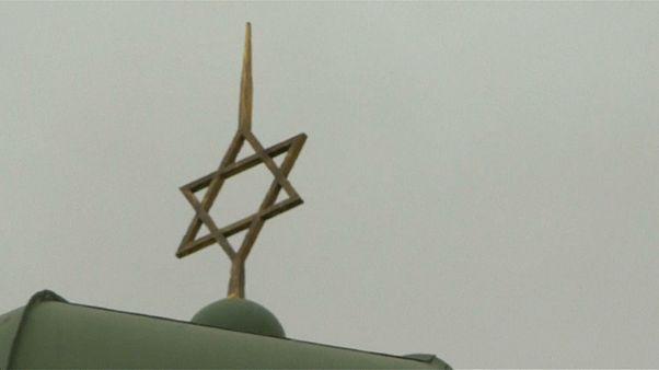 اعتداء بزجاجات حارقة على كنيس يهودي في السويد