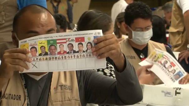 Hernández mantiene su ventaja tras el segundo recuento parcial de las elecciones presidenciales en Honduras