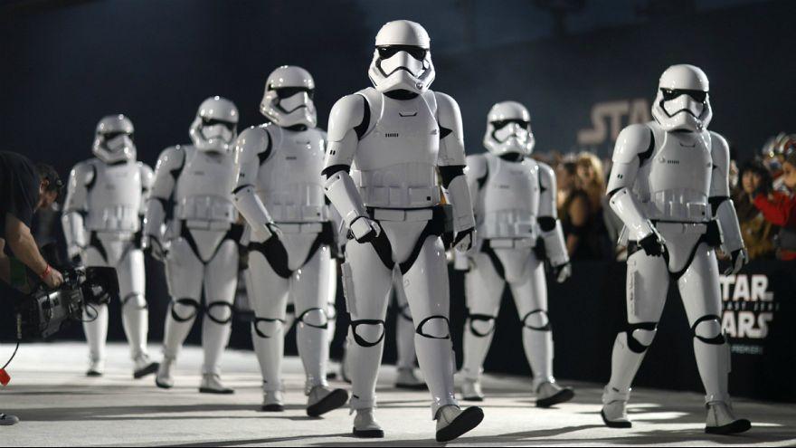 """""""Storm Troopers"""" na guarda de honra da antestreia mundial dos """"Últimos Jedi"""