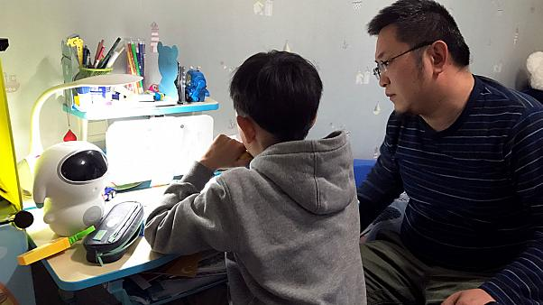Chinese parents protest against 'stress caused by children's homework'