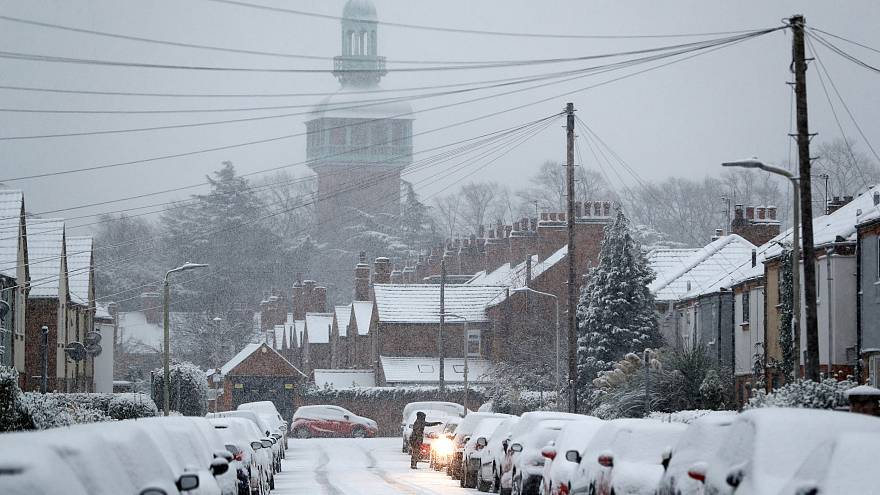 Snow causes UK travel chaos