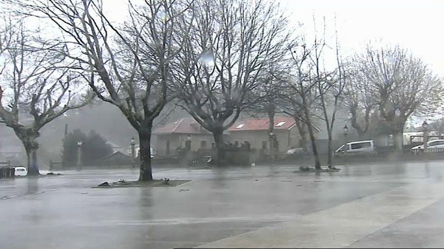 """Tempestade """"Ana"""" causa um morto em Portugal"""