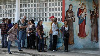 Marea roja en las municipales venezolanas, sin oposición y alta abstención
