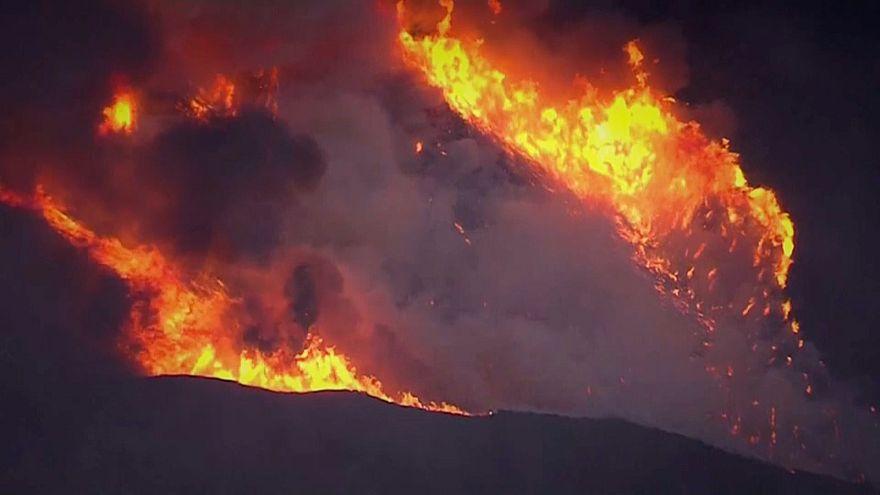 Fogos na Califórnia ameaçam Santa Bárbara