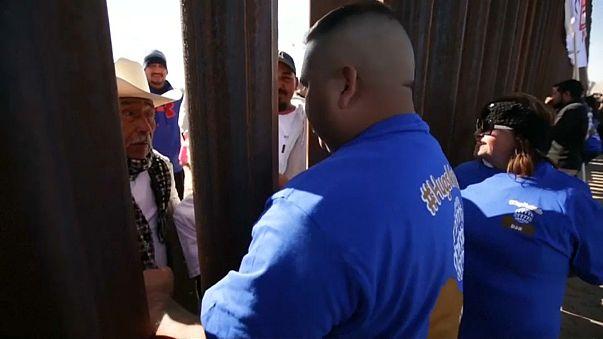 """""""Dreamers"""" e famílias encontram-se na fronteira EUA/México"""