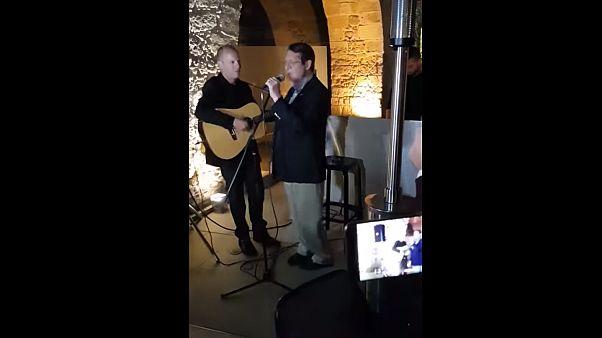 Όταν ο Νίκος Αναστασιάδης έγινε... τραγουδιστής! – ΒΙΝΤΕΟ