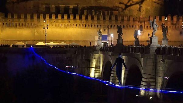 Ρώμη: Ακροβασίες πάνω από τον Τίβερη