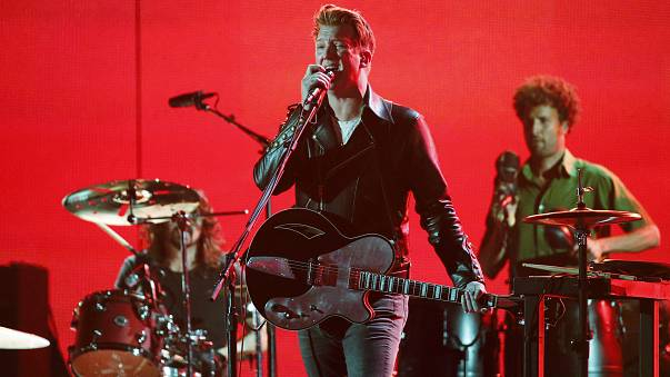 Homme in una performance ai Grammy Awards nel 2014