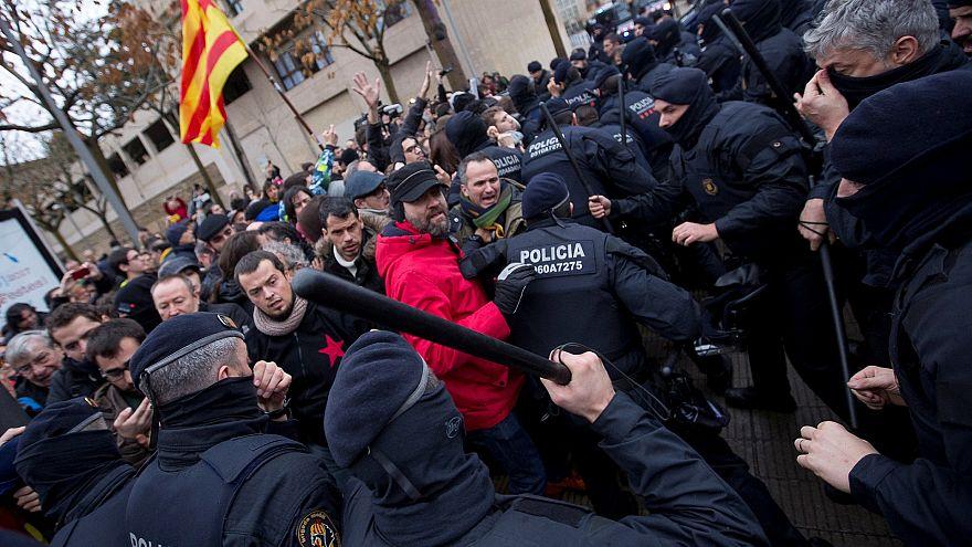 Каталония: полиция против любителей искусства