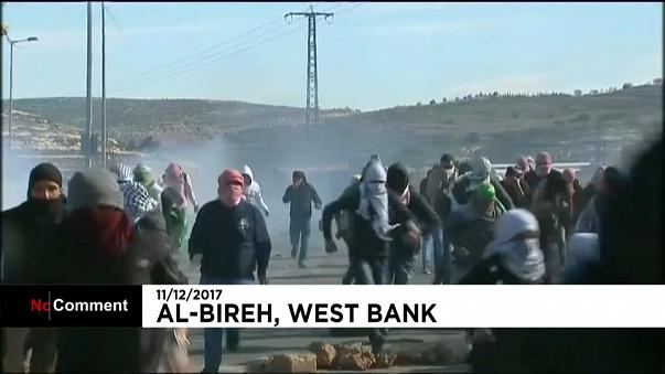manifestanti palestinesi ad al-Bireh, nei dintorni di Ramallah